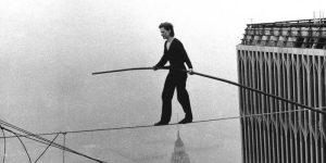 Philippe Petit nella traversata delle Twin Towers